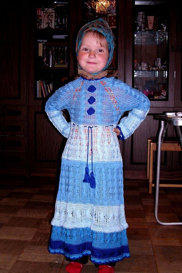 """Платье для девочки, связанное спицами из х/б пряжи  """"лотос """".  Самостоятельная работа после окончания курсов."""